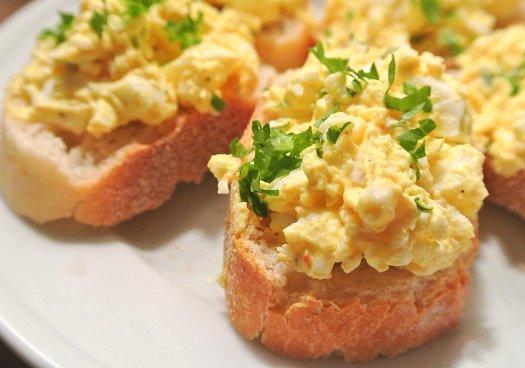 Fake Eiersalat und veganer Käse